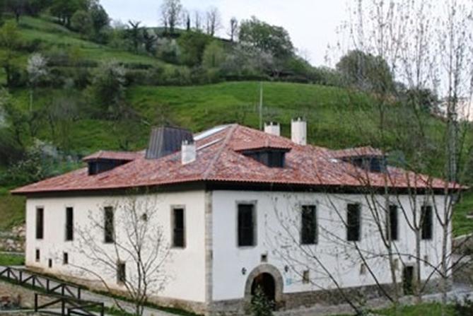 Palacio Bernardo de Miranda o Palacio de Arriba