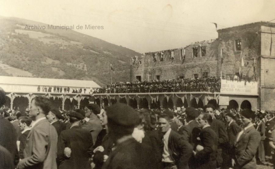 Inauguración de las obras de reconstrucción del Palacio de Camposagrado para hogar escolar (ca.194?)