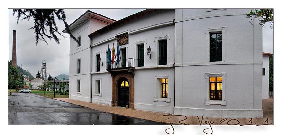 Palacio de Camposagrado, actual Instituto Bernaldo de Quirós -ESO- | José Ramón Viejo