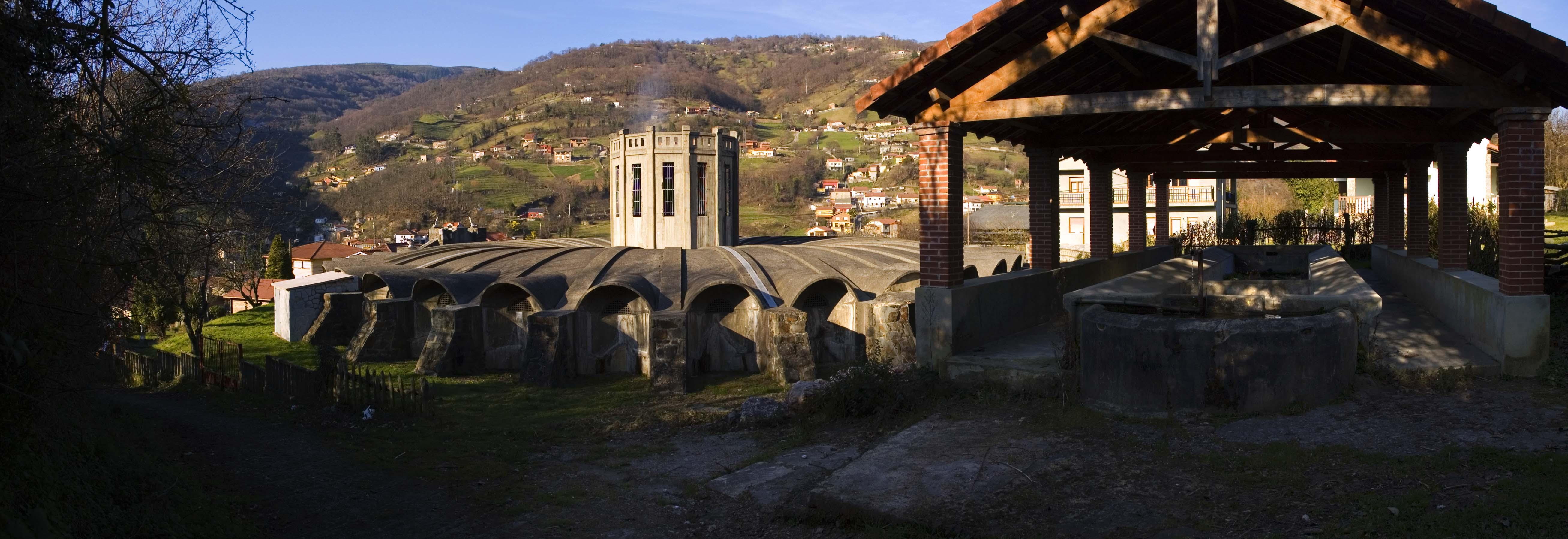 Depósitu d'agua y llavaeru en Villapendi | José Luis Soto