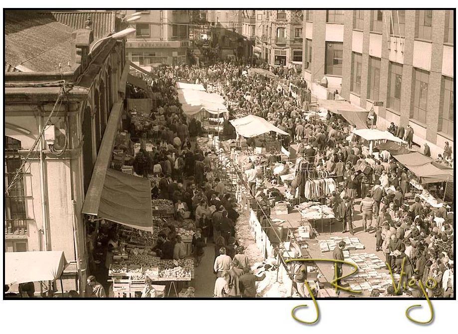 Mercado dominical en la Plaza de Abastos | José Ramón Viejo