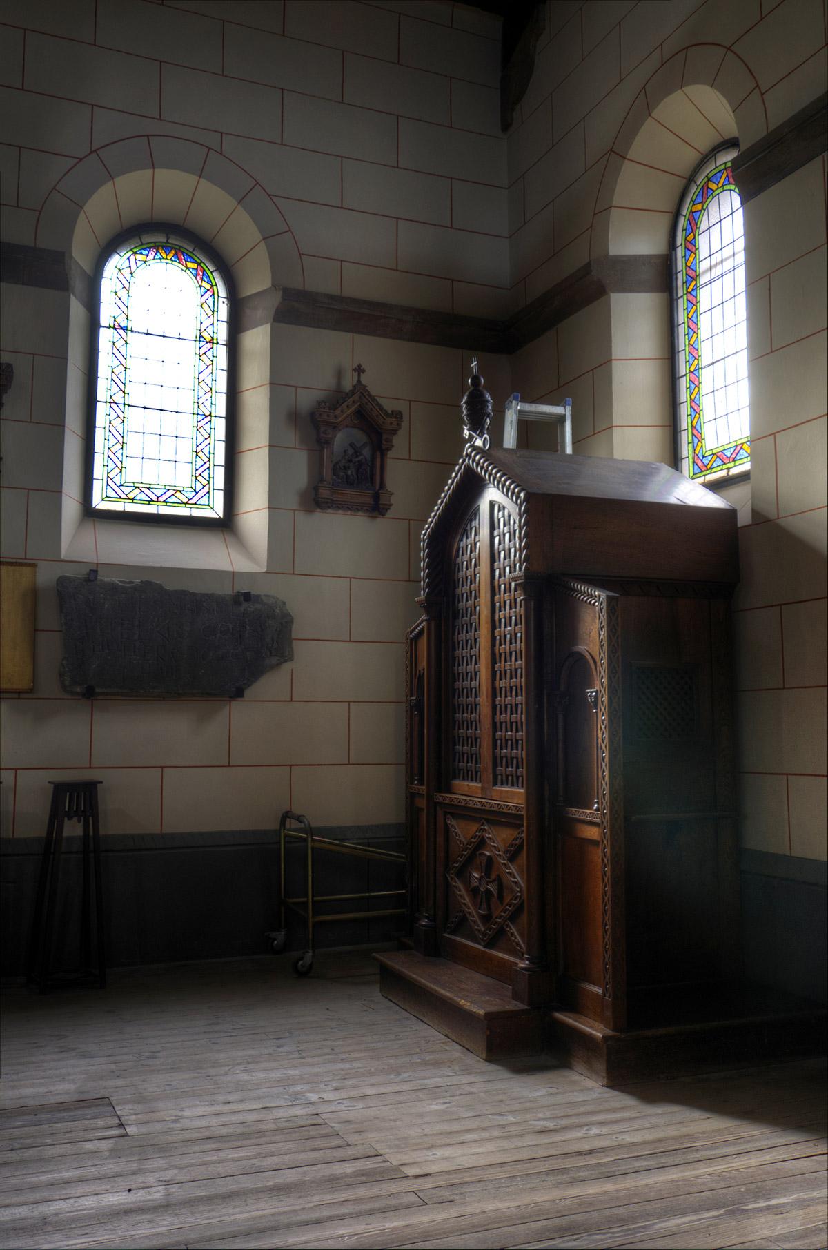 Ujo | Confesionario Iglesia de Ujo | Autor: Julio Fernández Ferrero | AF Semeya