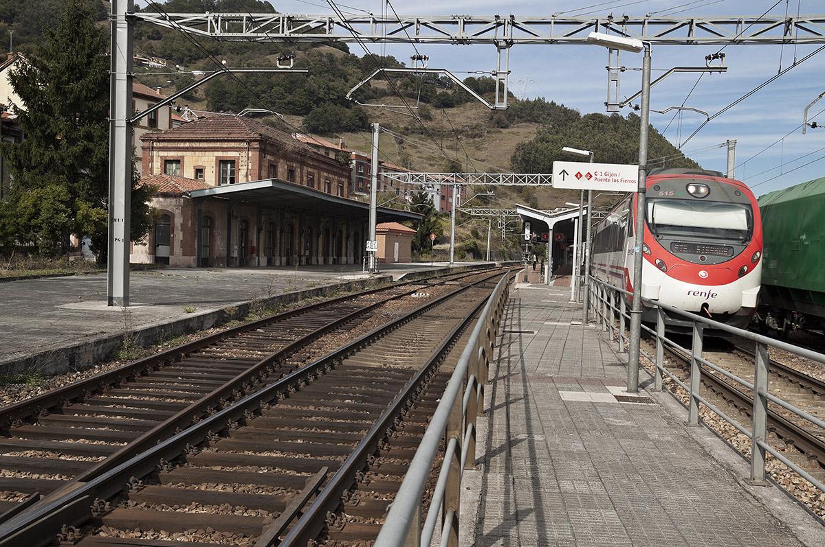 Ujo |Estación Ferroviaria de Ujo | Autor: Julio Fernández Ferrero | AF Semeya