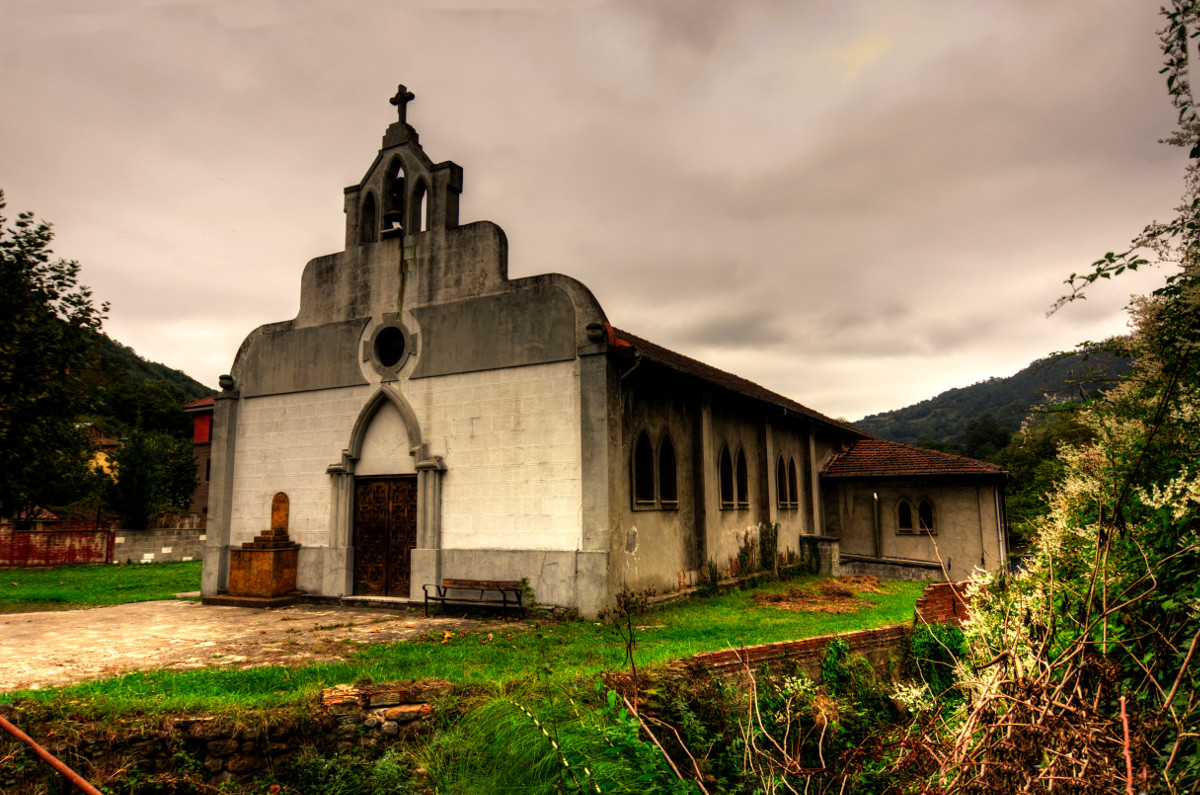 Vista a la Iglesia de Ablaña (Fot.Yolanda Suarez - AF Semeya)