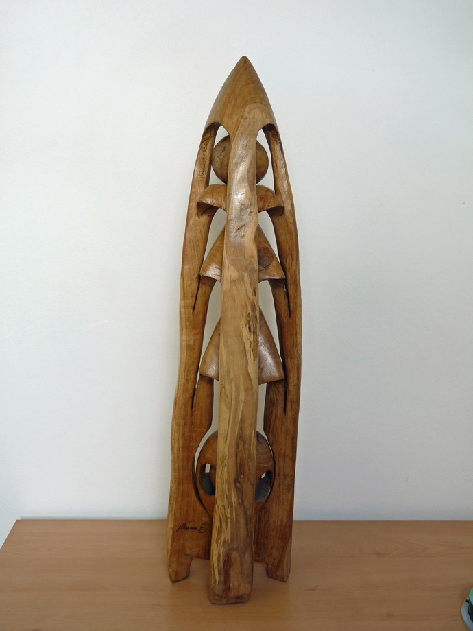 Autor: Mauro Rodríguez (Escultura en madera, altura 0,80cm)