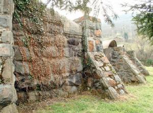Contrafuertes Depósito de aguas  - Villapendi