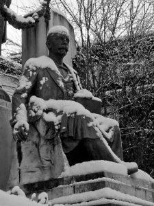 Detalle Monumento a Teodoro Cuesta nevado (Fot. Carlos Salvo - AF Semeya)