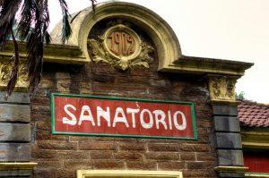 Detalle de la fachada del sanatorio - Bustiello (Fot: Yolanda Suarez - AF Semeya)