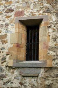 Detalle ventana Santuario Mártires Valdecuna