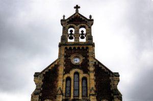 Espadaña y reloj Iglesia de San Claudio de Bustiello (Fot. Yolanda Suárez - AF Semeya)
