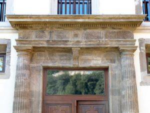 Friso Puerta Palacio de Figaredo