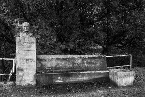 Fuente y busto de Salustiano Fernández. Área recreativa Rozamayor- El Ranchu (Fot.: Ana Belén Rodríguez - AF Semeya).