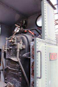 Interior de la locomotora de vapor FM 102