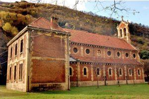 Lateral Iglesia de San Claudio de Bustiello