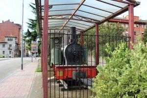 Locomotora de vapor FM 102 situada en los Jardines de Juan XXIII, Oñón