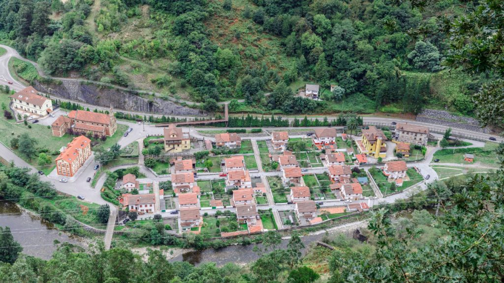 Panorámica del Poblado de Bustiello (Fot: Vero - AF Semeya)
