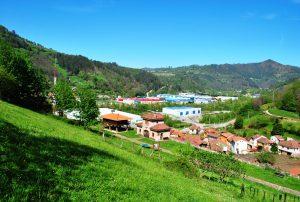 Vista a Lloreo y al Pico Gua (Fot: Asoc. Cultural Los Averinos)