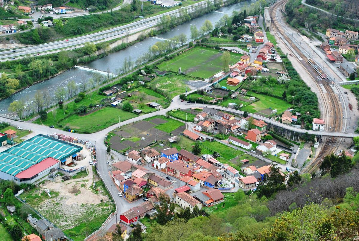 Vista de Ablaña de  Abajo y su vega (Fot: Asoc. Cultural Los Averinos)
