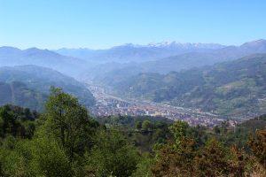 Vista de Mieres desde el miraor Entrepicos.