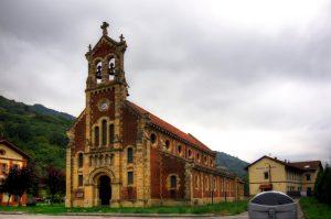 Vista de la iglesia del Poblado de Bustiello ( Fot: Yolanda Suarez - AF Semeya)
