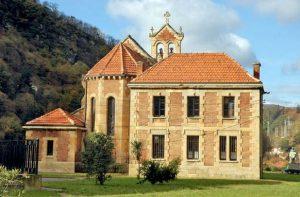 Zona trasera Iglesia de San Claudio de Bustiello