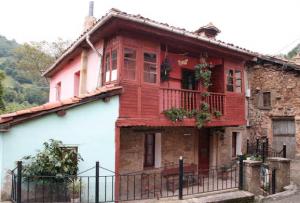 Casa de La Obra Pía - El Corraldusu, Urbiés