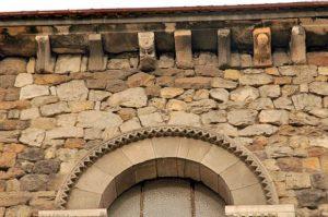 Detalle arco y canecillos Iglesia Parroquial de Santa María Magdalena