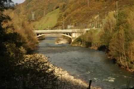 El Lena y el Aller se juntan pocos metros antes del puente de Uxo.