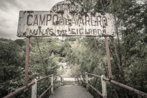 Entrada del pozu Figareo ( Fot. Arcadio Méndez - AF Semeya).