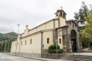Lateral y fachada Iglesia de Santa María de Figareo (Fot. J. Vázquez - AF Semeya)