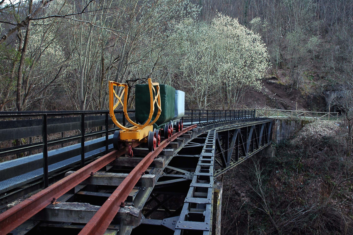 Puente Pomar, senda verde de Turón (Fot. José Luis Soto).