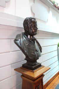 Busto de Guillermo Schultz - Ayto de Mieres