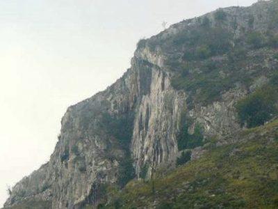 antiles calizos en la zona noroeste de Mieres.