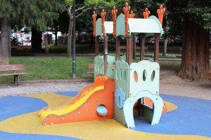 Parque Xovellanos-Castillo pequeño con tobogán