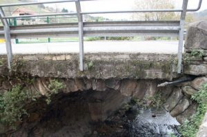 Puente donde se descubrió el Petroglifo de Cenera