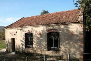 Antigua escuela mixta y vivienda para maestro - Rozaes de Bazuelo