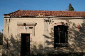 Edificio de la antigua escuela mixta y vivienda para maestro - Rozaes de Bazuelo