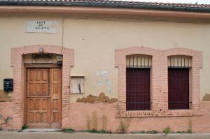 Edificio de la antigua escuela unitaria con vivienda - Siana