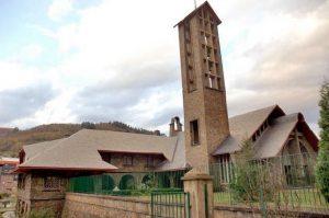 Complejo de la iglesia parroquial de la Sagrada, foto completa.