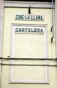 Detalle nombre en la fachada