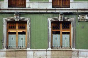 El Consistorial, detalle de ventanales