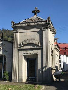 Panteón de Benjamín Fernández IV