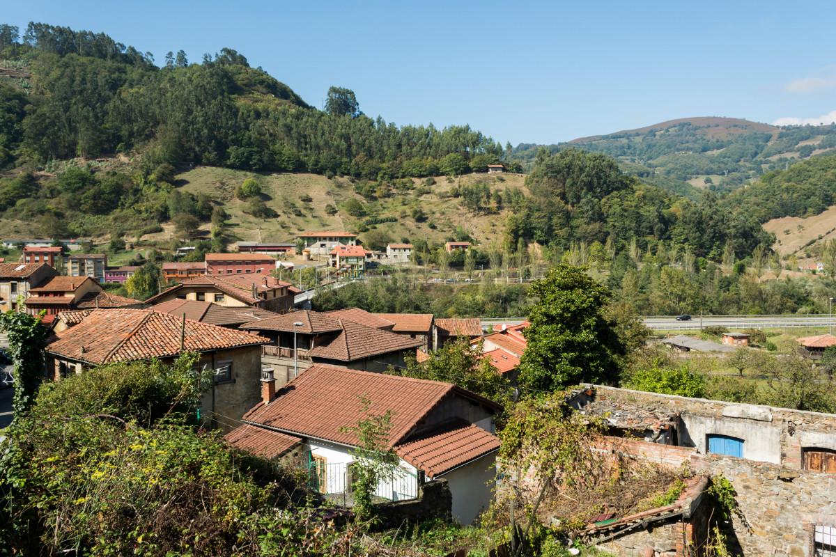 Vista a Santuyano y su puente (Fot. J. Vazquez - AF Semeya)