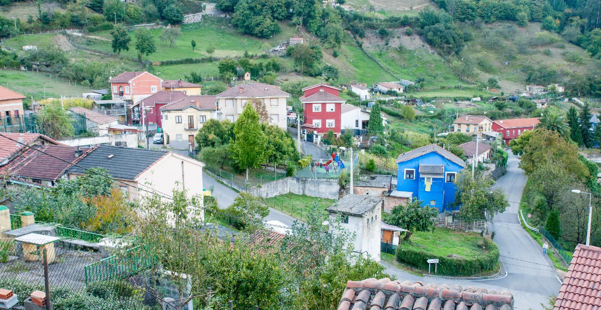 Vista al pueblo de Siana (Fot. Jesús Blanco - AF Semeya)