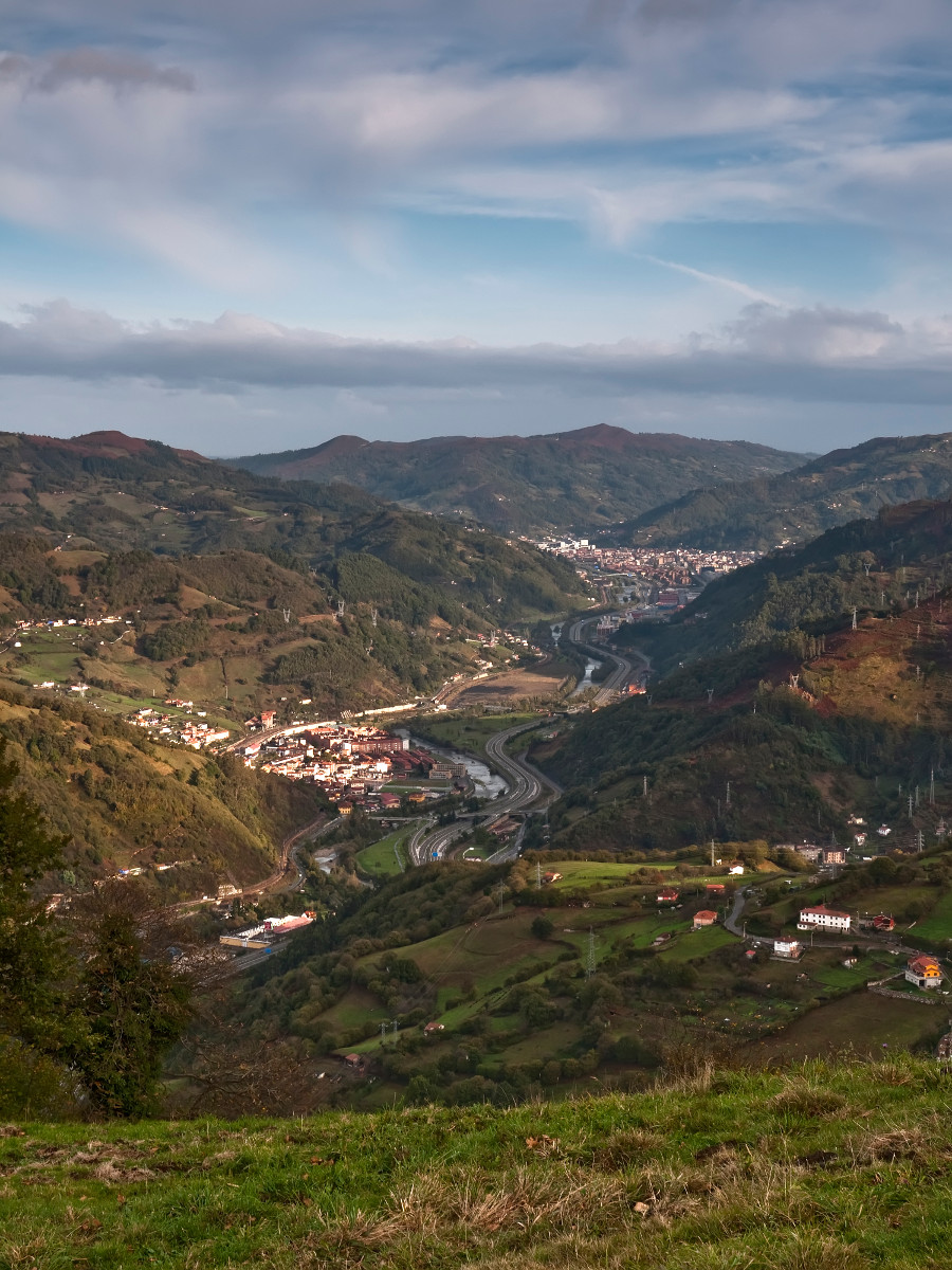 Vista al valle del Caudal (Fot. Carlos Salvo - AF Semeya)