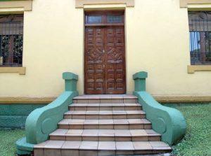Puerta Principal del Chalet de los Geólogos