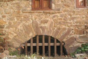 Detalle de la fachada del Molino de Cenera