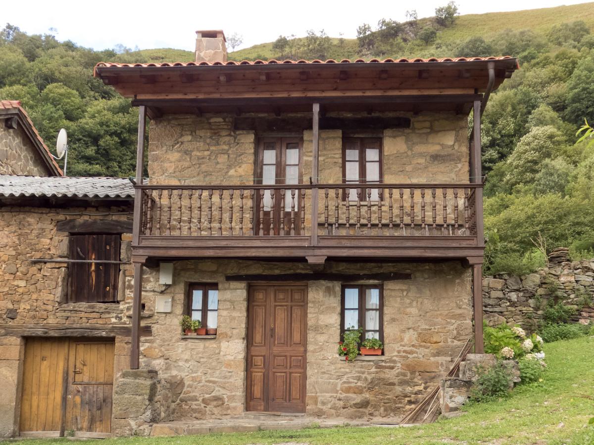 Casa en San Xusto, Turón (Fot. Monchu - AF Semeya)