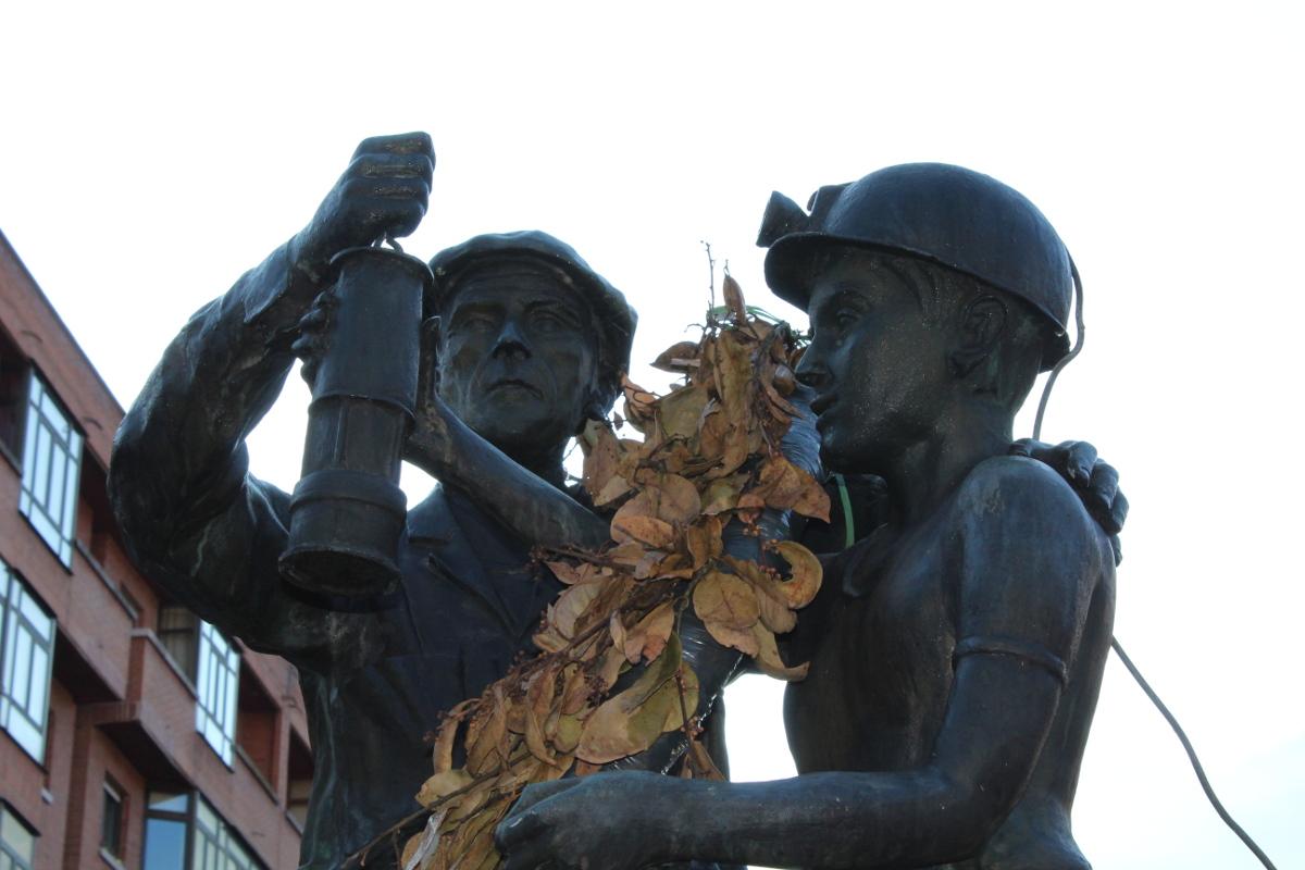 Detalle Monumento al Minero Jubilado