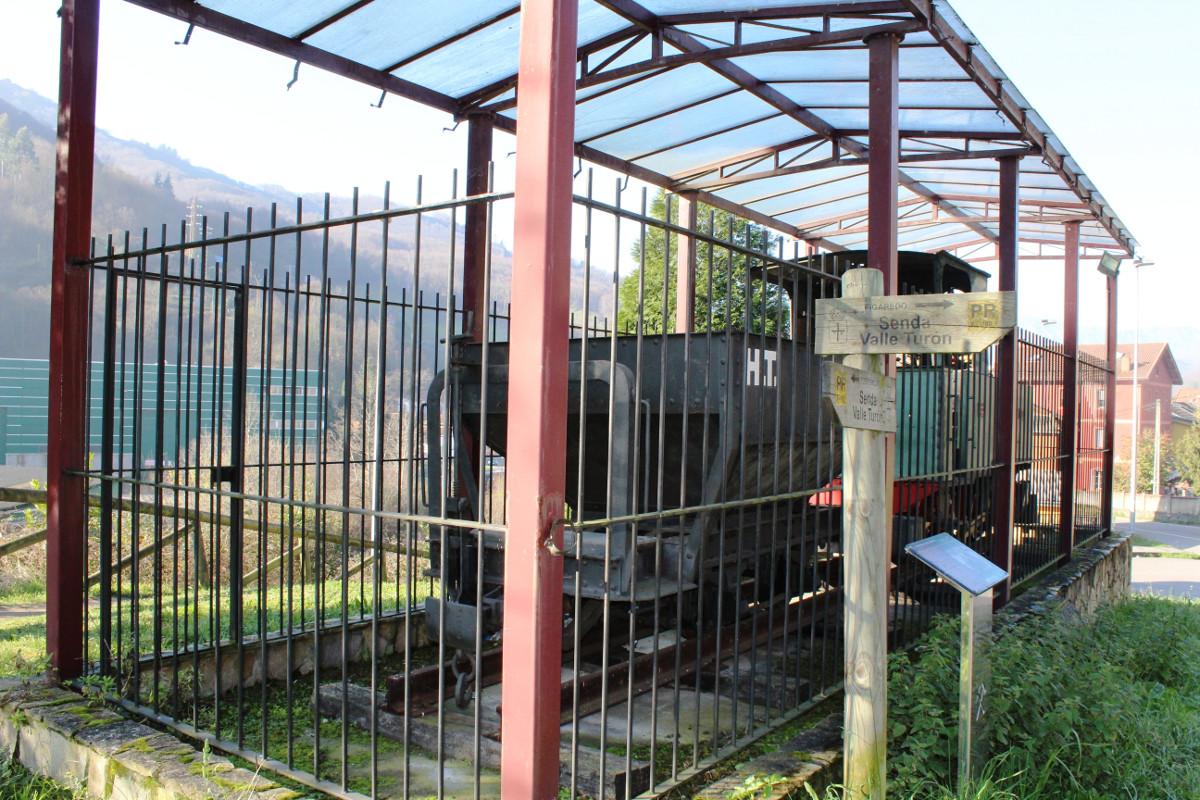 Vista de la locomotora de vapor Turón3, La Cuadriella, Turón